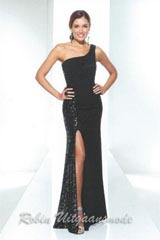 De one shoulder glitterjurk  met split is elegant en chique